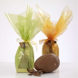 Large Wrapped Egg 320g White (with 2 chocs)